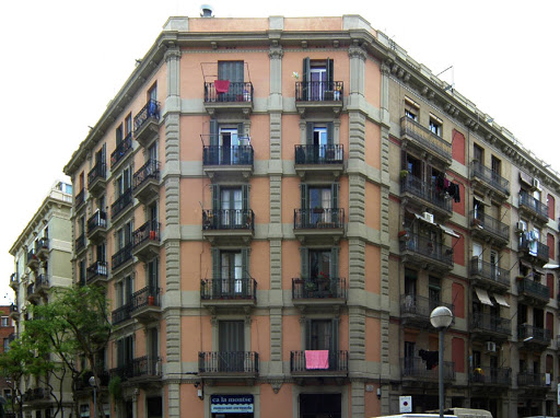 Building with 14 Apartments in Barcelona