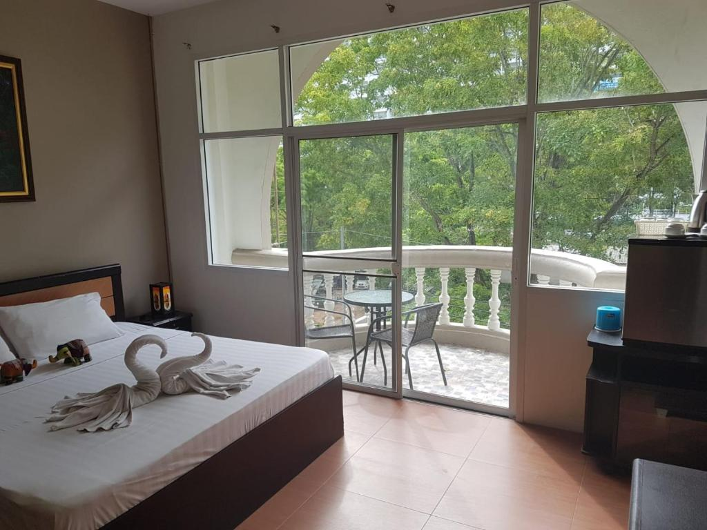 Partly Furnished Guesthouse in Jomtien
